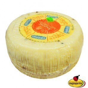 Whole Pecorino with Black Peppercorns 3,2 kg