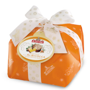 Panettone with apricots